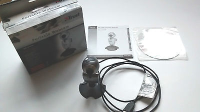 Trust WB-3100p Portable USB Webcam With Built-in Microphone con micrófono