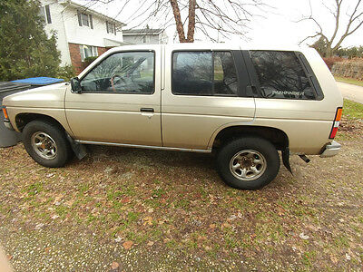1992 Nissan Pathfinder XE 1992 Nissan Pathfinder XE-V6 4x4 - REPAIR OR PARTS!!