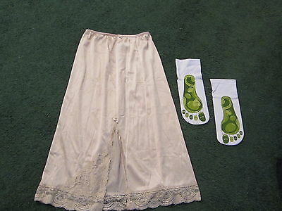 Vintgage slip vanity fair color beige great condition with new socks (see photo)
