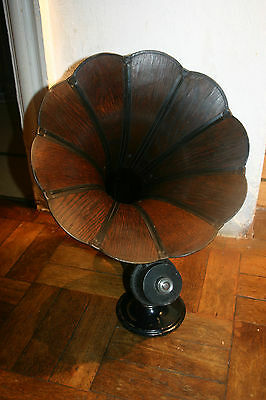 Vintage  Dragon Horn Radio Speaker Mahogany  in working condition BBC