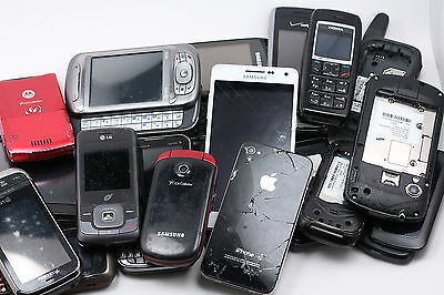 LOT OF 19 USED OLD CELL PHONES FOR SCRAP GOLD RECOVERY Or Repair SOME WORK