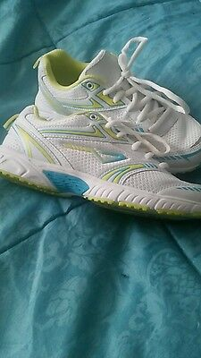 Lightweight trainers size 4