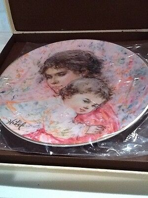 Royal Doulton Marilyn and Child Collectors Plate by Edna Hibel in Box 1976
