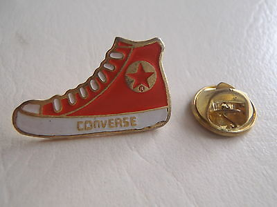 Pin Converse Red Star badge sport boots shoes