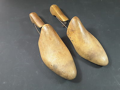 vintage wooden shoe stretchers size 4 to 6