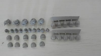 Night Lords Upgrade Set + extra shoulder pads (20 in total)