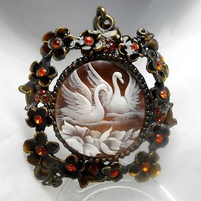 "shell cameo ""Swans in love"" pendant in Brass"