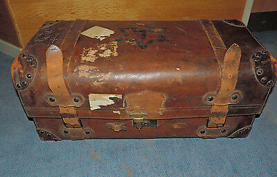 Gorgeous ANTIQUE VINTAGE LEATHER BRASS STEAMER TRUNK COFFEE TABLE TRAVEL CHEST