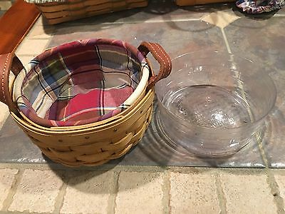 Small Longaberger collectible basket Great condition