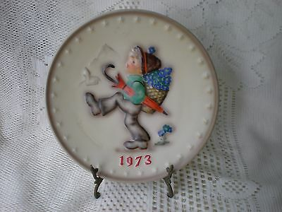 Vintage W GOEBEL-M J HUMMEL 3rd Annual Plate Boy with Umbrella 1972 W Germany