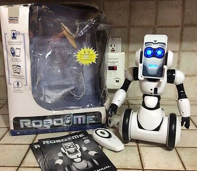 WowWee RoboMe Robot Kit iPod Touch iPhone Voice Recognition Remote Control New