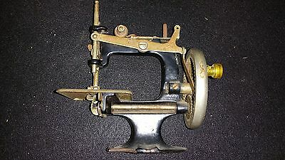 Vintage SINGER Children's Toy Miniature Sewing Machine SEE DESCRIPTION