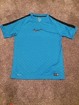 NIKE dri-fit stay cool boys Green embossed football top size XL