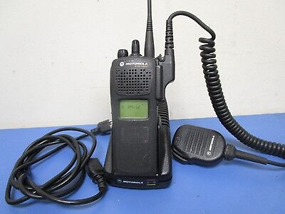 Motorola Xts1500 Two-Way Radio Model 1.5 Antenna & Charger & Mic H66Sdd9Pw5Bn