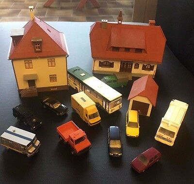 1:87 H0 Big Lot Konvolut Built Buildings, Garaje And City Cars For Train Model