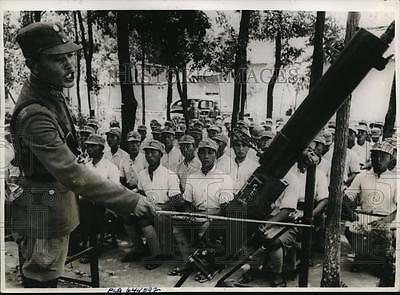 1942 Press Photo Chinese officers on Yellow River front in anti-air training