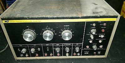B & K PRECISION T.V. TELEVISION ANALYST Model 1077B POWERS UP