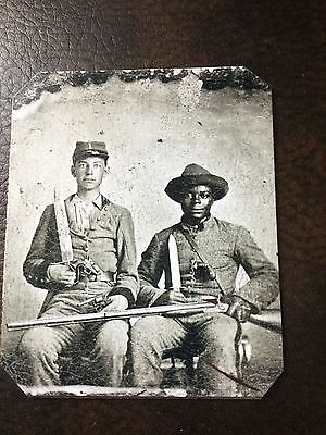 2 Civil War US Soldiers With Rifle Military tintype C03RP