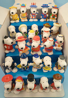 McDonalds SNOOPY WORLD TOUR Under 3 soft rubber toy compl. set of 28 display box