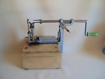 Vintage The Pampered Chef Apple Peeler Working