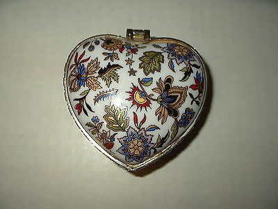 Vintage White With Flowers & Leaves Cloisonne Heart Shaped Hinged Trinket Box
