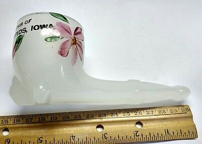 Cedar Rapids Iowa souvenir milk glass smoking pipe NICE!