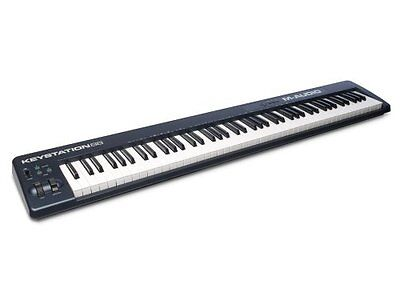 AKZEPTABEL: M-Audio Keystation 88 II USB MIDI Keyboard Kontroller mit 88 Pianot.