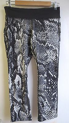Authentic NIKE DRI FIT Leggings,Tights,Yoga Pants, Black/White,Cropped,Size S/M