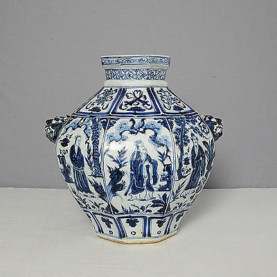 Chinese  Blue and White  Porcelain  Jar     M1569