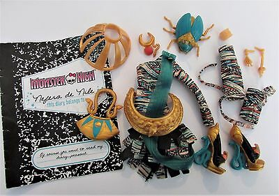 Clothes/Shoes etc from Monster High Signature Nefera de Nile Doll