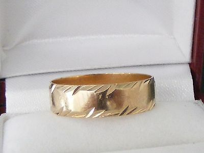 A  VINTAGE 9CT GOLD DIAMOND CUT 6mm WEDDING BAND Size:S, Wt:3gr
