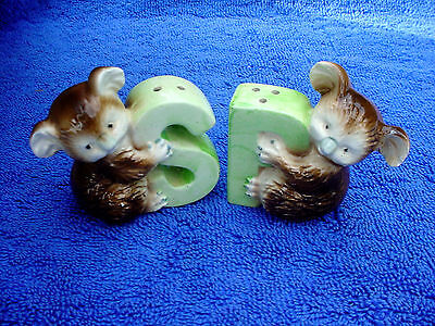 c Rare Vintage Green Letter & Brown Koala Bear Salt Pepper S & P Shakers Set