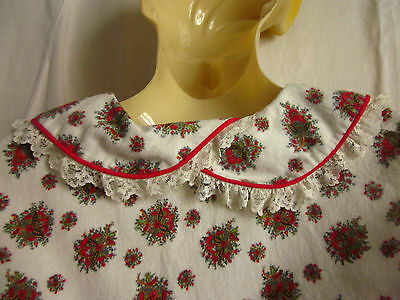 Vintage housecoat 1950s paisley posies lace trims wincyette size 14 red piping