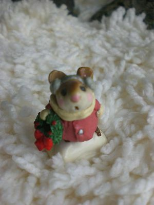 Wee Forest Folk  Christmas  Mouse Retire 1982
