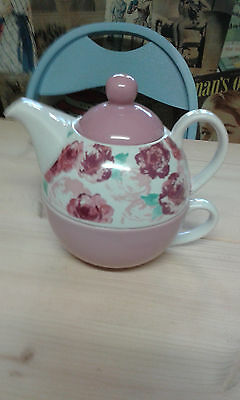 Vintage style teapot and cup - New