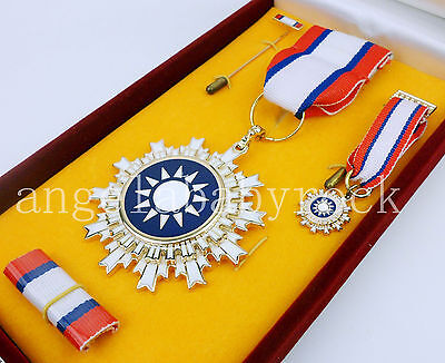 Wwii Chinese Fine Day Medal President Medal Ribbons Badge Military Insignia-0387