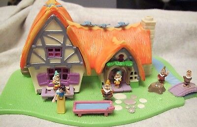 Disney Bluebird Vintage POLLY POCKET Snow Whites Cottage Playset & 6 Figures