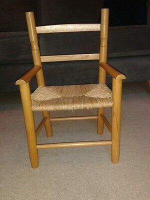 Cute childs chair. Good used condition.
