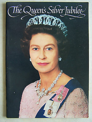 The Queen's Silver Jubilee Souvenir Book Coronation Prince Phillip 32 pages