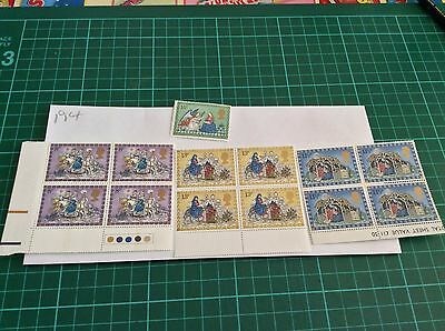 GB mint and unmounted Stamp blocks  Christmas 1979 (194)