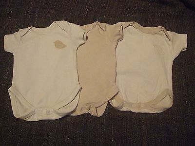 3 t shirt short sleeve bodysuits for newborn in white and brown with bird design