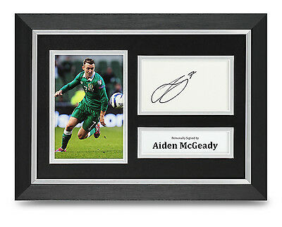 Aiden McGeady Signed A4 Photo Framed Rep. Ireland Memorabilia Autograph Display