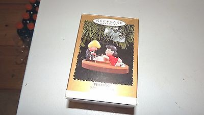 Peanuts Schroeder And Lucy Hallmark Piano Ornament 1996 Plays Linus And Lucy