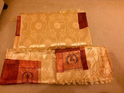 Brand New Stunning  Silky King Size Bedspread With 2 Pillow Cases