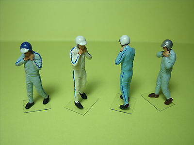 4  Figurines  1/43  Set 46  Pilotes  Sixties  Mettant Casque  Vroom  Unpainted