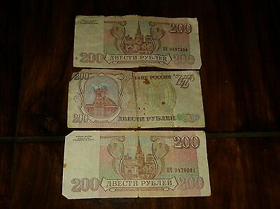 3x 200 rouble bank notes