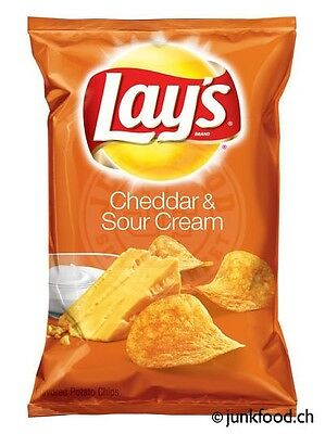 Lay's Cheddar & Sour Cream Potato Chips (220g)