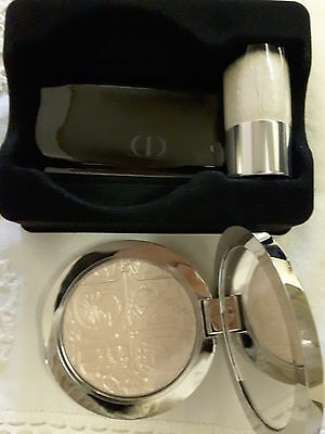 Illuminante Dior Diorskin Nude Air Glowing Gardens Illuminating Powder Pink 001