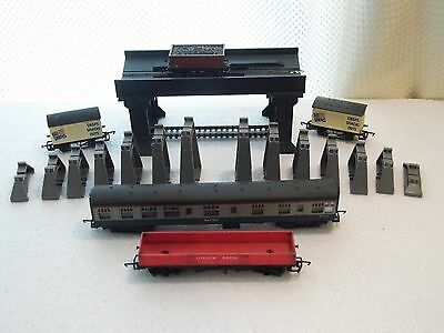 HORNBY , TRIANG, LIMA , A JOB LOT of WAGONS, COACH and OTHER -1;76 - OO  Used