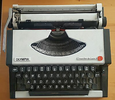 1960/70s Olympia Traveller de Luxe S Typewriter. Cased Portable.